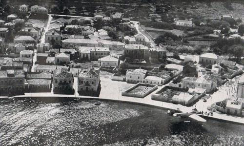 Italian seaplane on the harbor of Cephalonia after the landing of an small airborne troop contingent.  30 April 1941