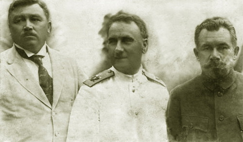 The Merkulov Brothers (sides) and Admiral Stark, some of the last leaders in the white movement in 1922