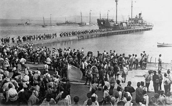 Refugees from Wrangel's Army arriving in Gallipoli, Turkey.